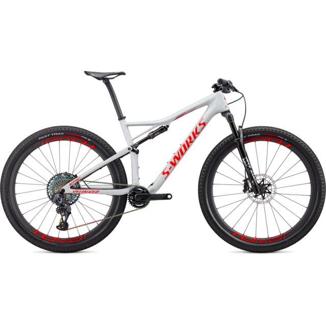 90320-00_EPIC-SW-CARBON-SRAM-AXS-29-DOVGRY-RKTRED-CRMSN_HERO